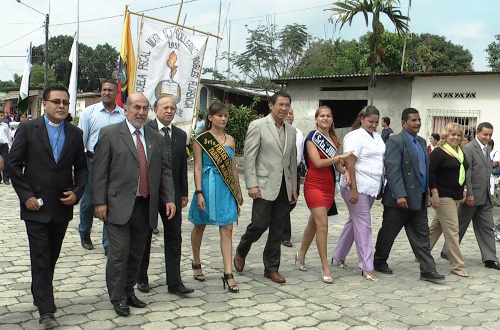 Alcalde y concejales presentes en el aniversario de parroquialización de Mariscal Sucre