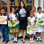 20 Niños plasmaron con colores a Milagro en concurso de pintura