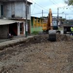Pavimentación de 11,6 km de  vías, inició en la Av. Paquisha
