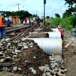 Ferrocarriles del Estado repara tramo de rieles que socavó