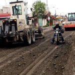 Maquinaria municipal reconforma vías afectadas por últimas lluvias