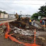 Reparan fugas de agua por avería en antigua tubería de asbesto cemento