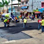 Reparación vial en Nuevo Amanecer y bacheo asfáltico en tramo de avenida