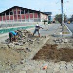 Reponen asfalto, adoquines y aceras en vías intervenidas con alcantarillado