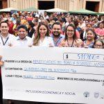MIES realizó feria inclusiva y entregó cheque de crédito a 426 emprendedores