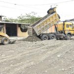 Obra de asfaltado de avenida Julio Viteri avanza en barrios INERHI y La Esperanza