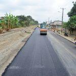 El asfalto cubre tramos finales de los 4,1 km de la calle García Moreno