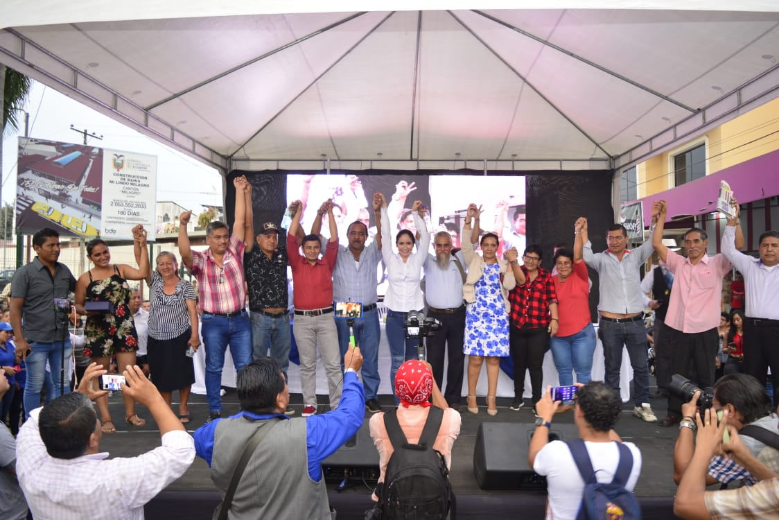 "Denisse Robles inauguró moderna Bahía ""Mi Lindo Milagro"" para 800 comerciantes"