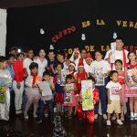 Denisse Robles compartió velada navideña de AVINNFA y entregó obsequios