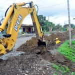 Instalan red de agua en avenida Julio Viteri Gamboa en proceso de asfaltado