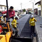 Asfaltan primeros 300 metros de calle Rocafuerte en sector norte