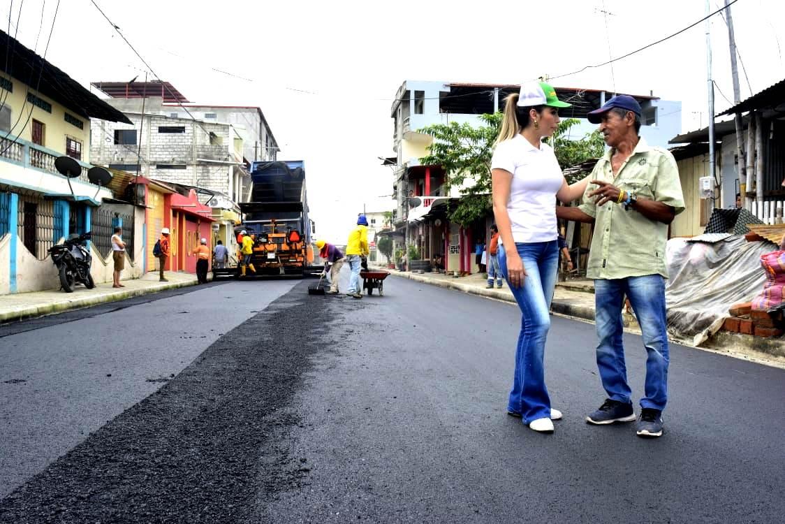 Alcaldesa recorrió obra recapeo asfáltico de calle Luis Urdaneta